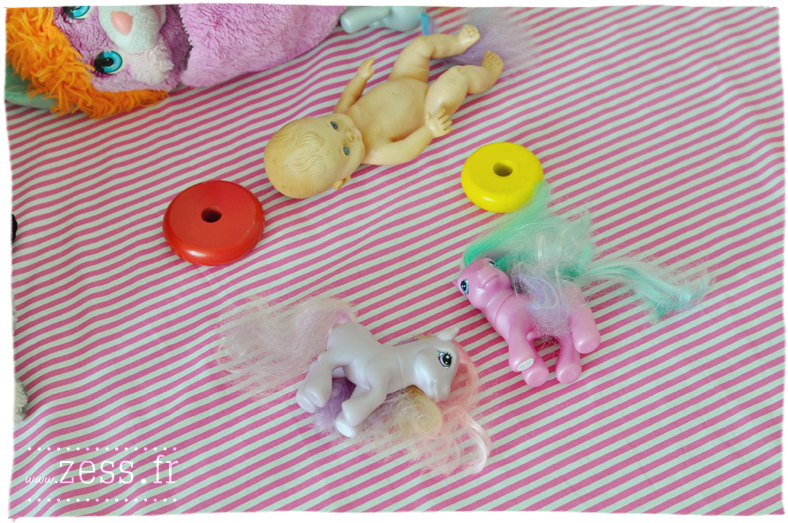 jouets fisher price vide-greniers brocante petits poneys hochet vintage livres candy