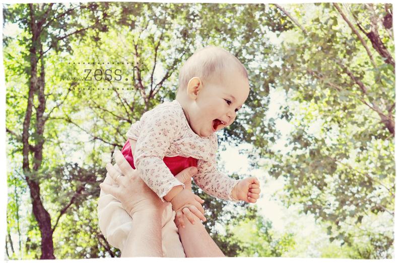 bébé dans les airs