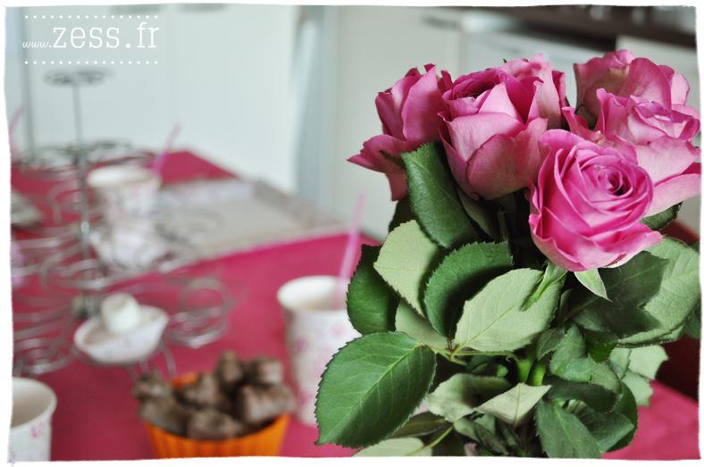 déco table anniversaire bébé 1 an rose liberty ballons cupcakes chamallows pop