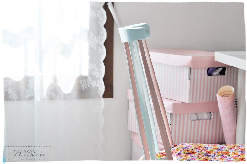 bureau blog déco boites ikea chaise pastel